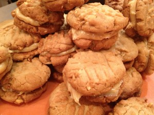 Peanut Butter Cookies Filled with Dulce de Leche